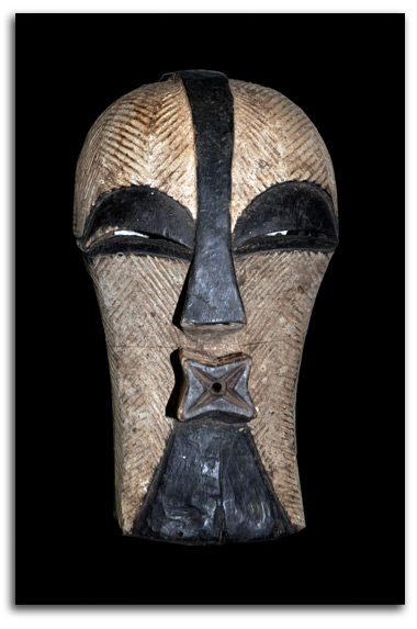 Image of African Songe mask.